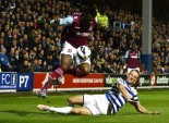 Clint Hill incapable de contenir la fougue de Ricardo Vaz Te.