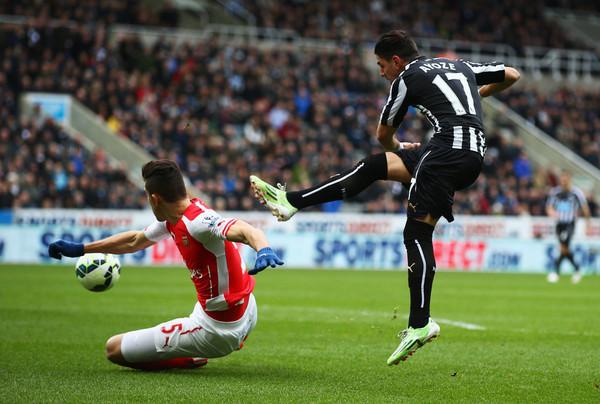 Gabriel+Paulista+Newcastle+United+v+Arsenal+6OJTy-BFaxyl